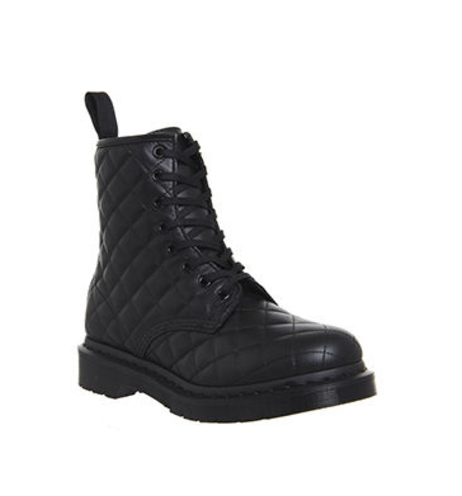 Dr. Martens 8 Eyelet Lace Up boots BLACK QUILTED LEATHER