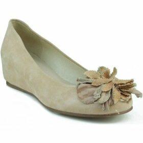Marian  wedge party dancer.  women's Shoes (Pumps / Ballerinas) in Beige