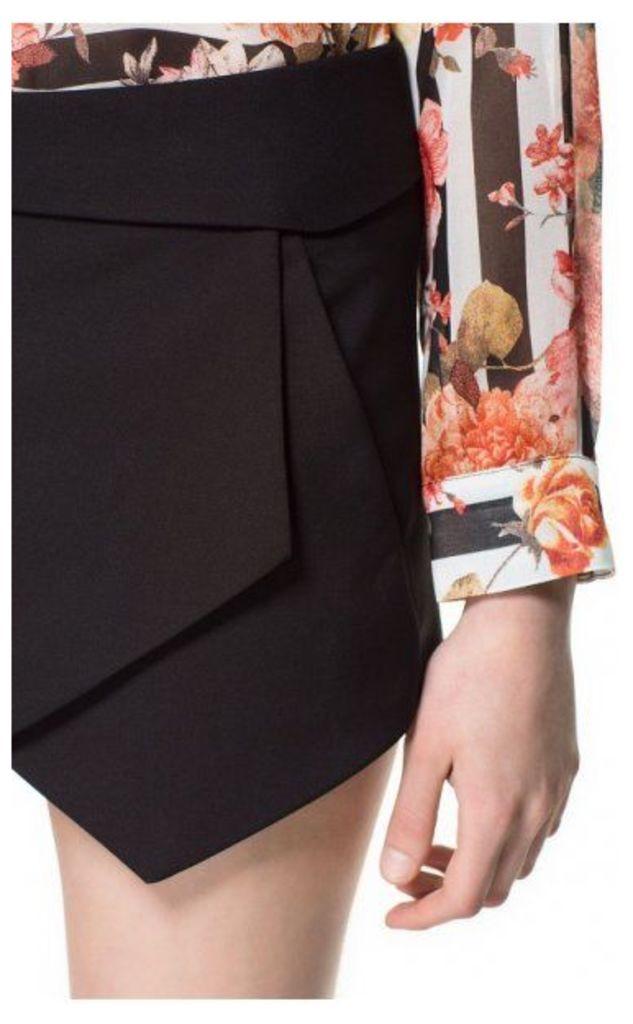 Bloggers Love Mini Skort Shorts In Black