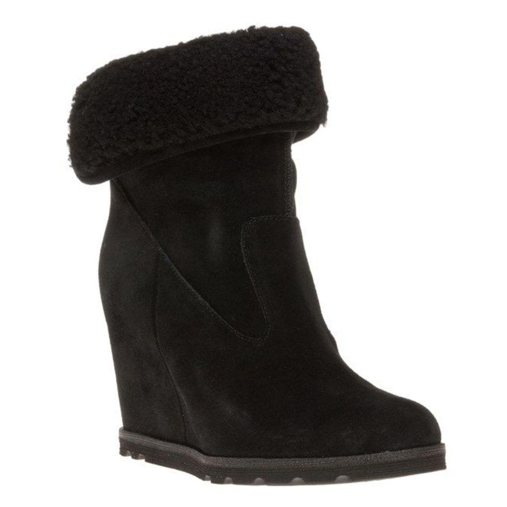 UGG Kyra Boots, Black