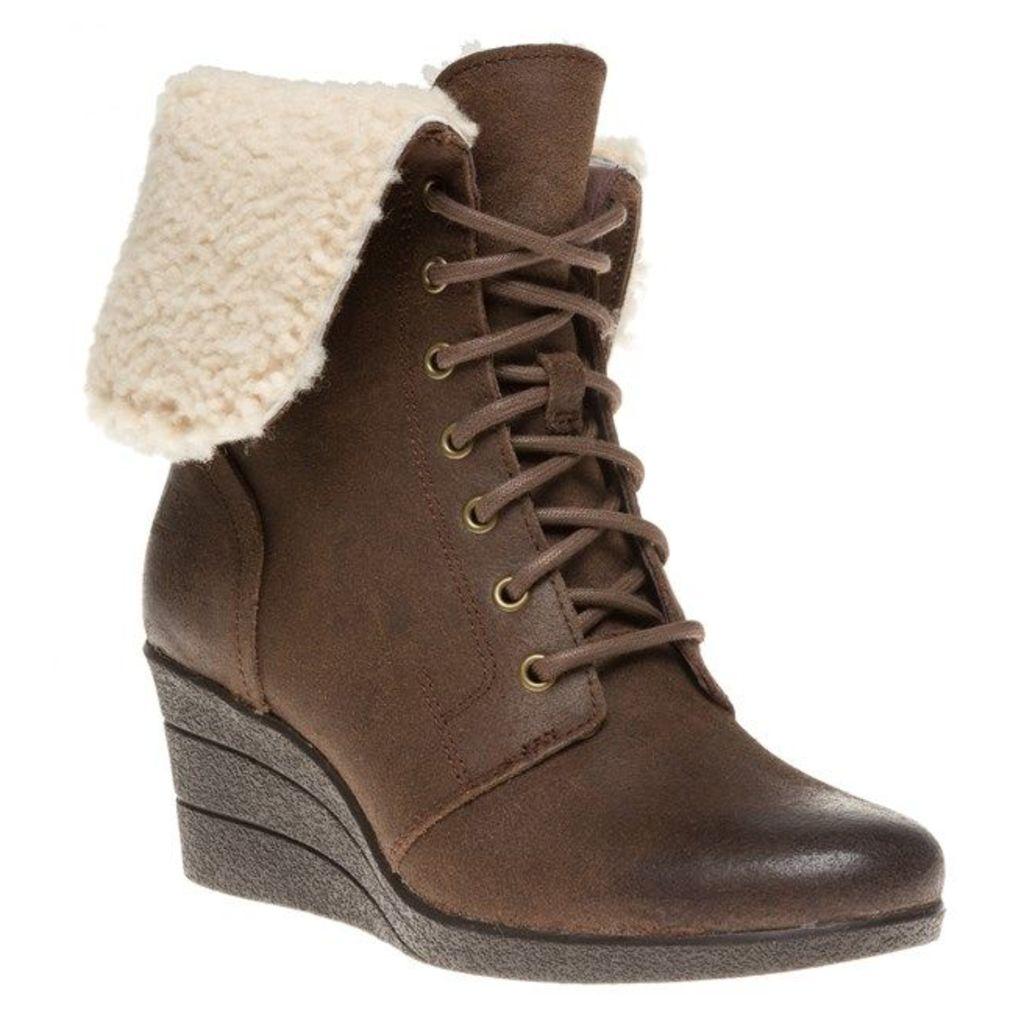UGG Zea Boots, Chocolate