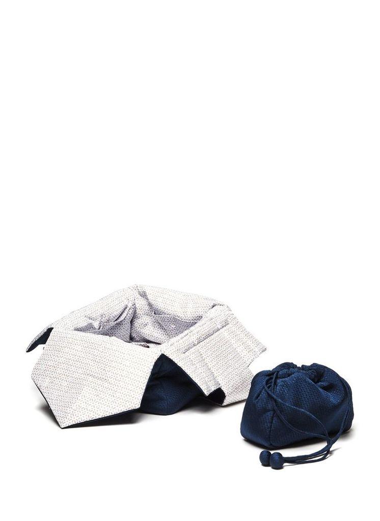 Silk jacquard tea bag