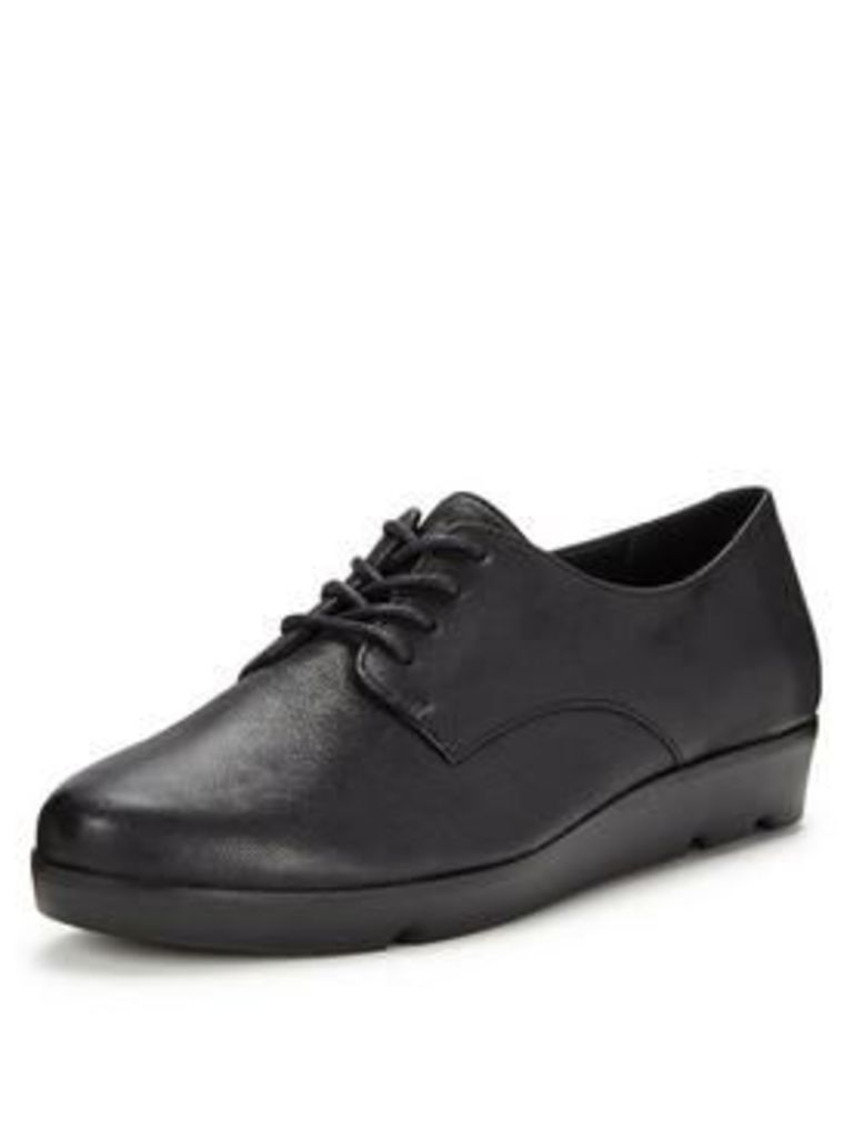 Clarks Evie Bow Brogues