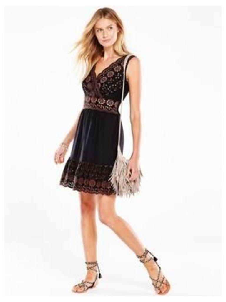 V By Very Contrast Broiderie Hem Dress