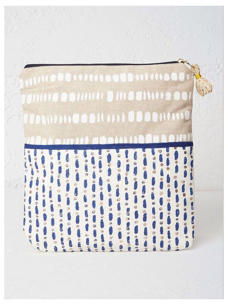 INDIGO DOT PRINT WASH BAG