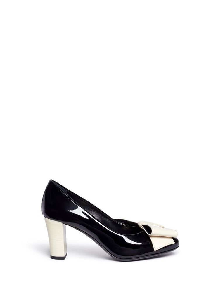 Contrast bow patent leather pumps