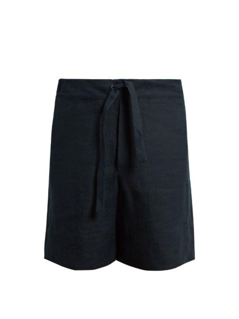 Drawstring-waist linen shorts