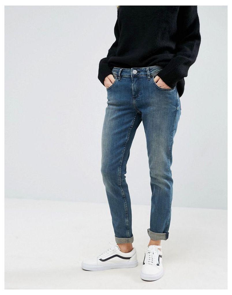 ASOS Kimmi Shrunken Boyfriend Jeans in Bebe London Blue Wash - Darkwash blue