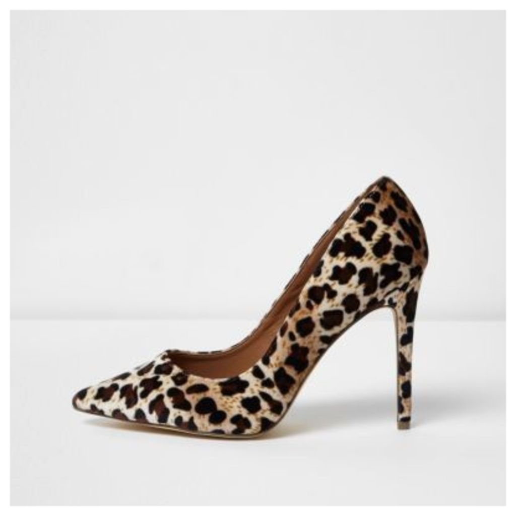 River Island Womens Leopard print wide fit velvet court shoes