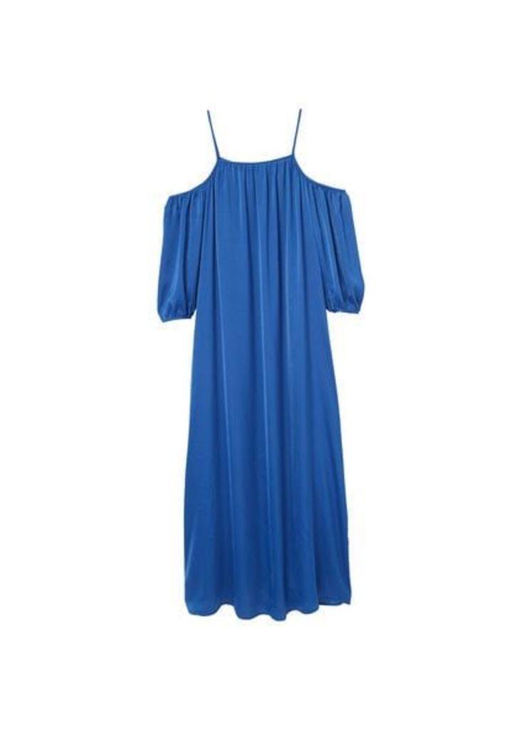 Off-shoulders dress