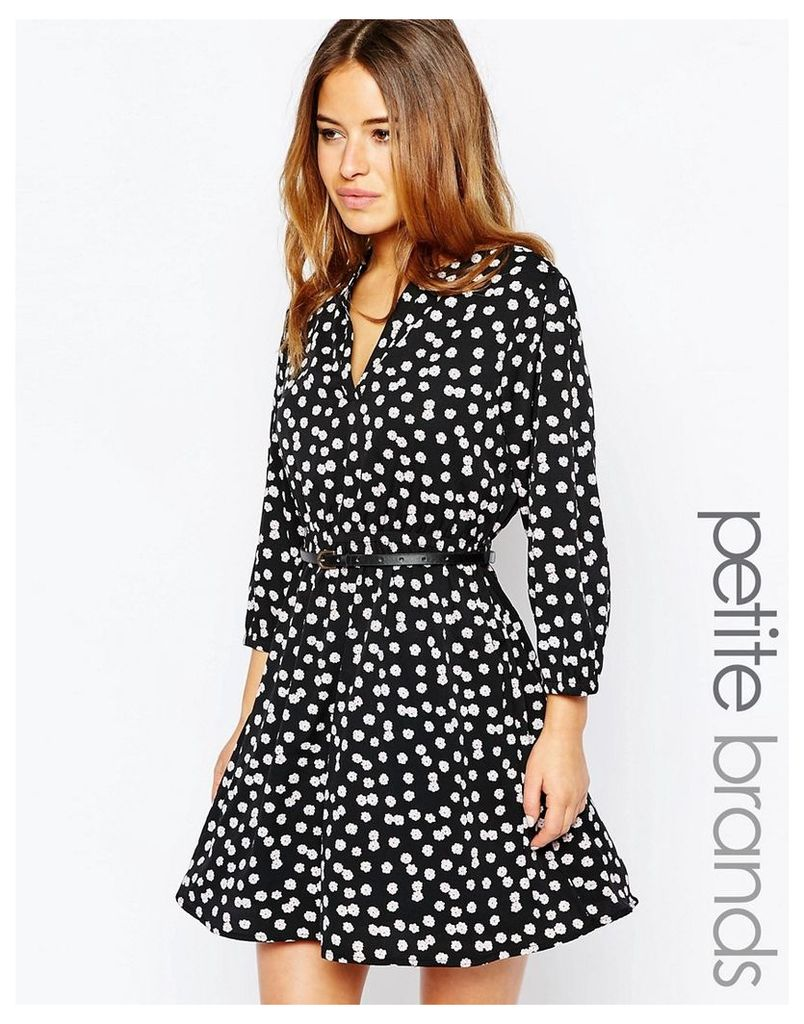Yumi Petite Belted Dress In Daisy Print - Black