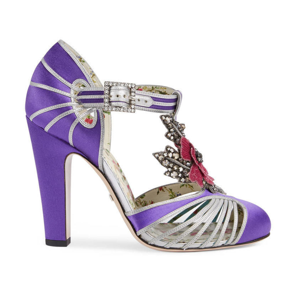 T-strap pump with flower