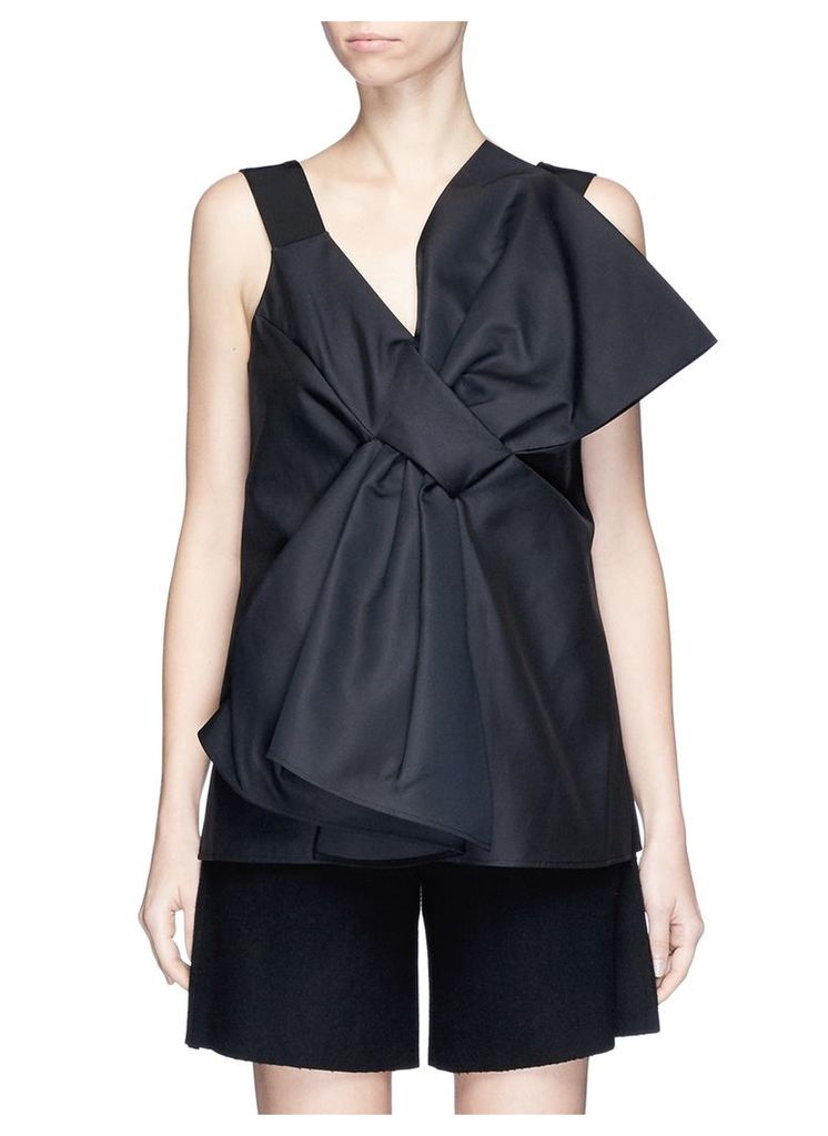 Oversized bow front cady top