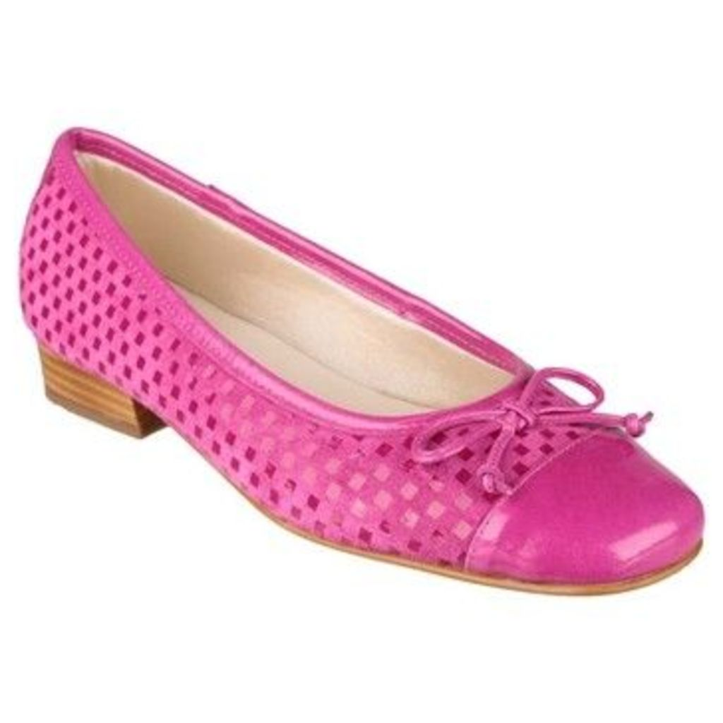 Riva  Andros Womens Casual Shoes  women's Shoes in Pink