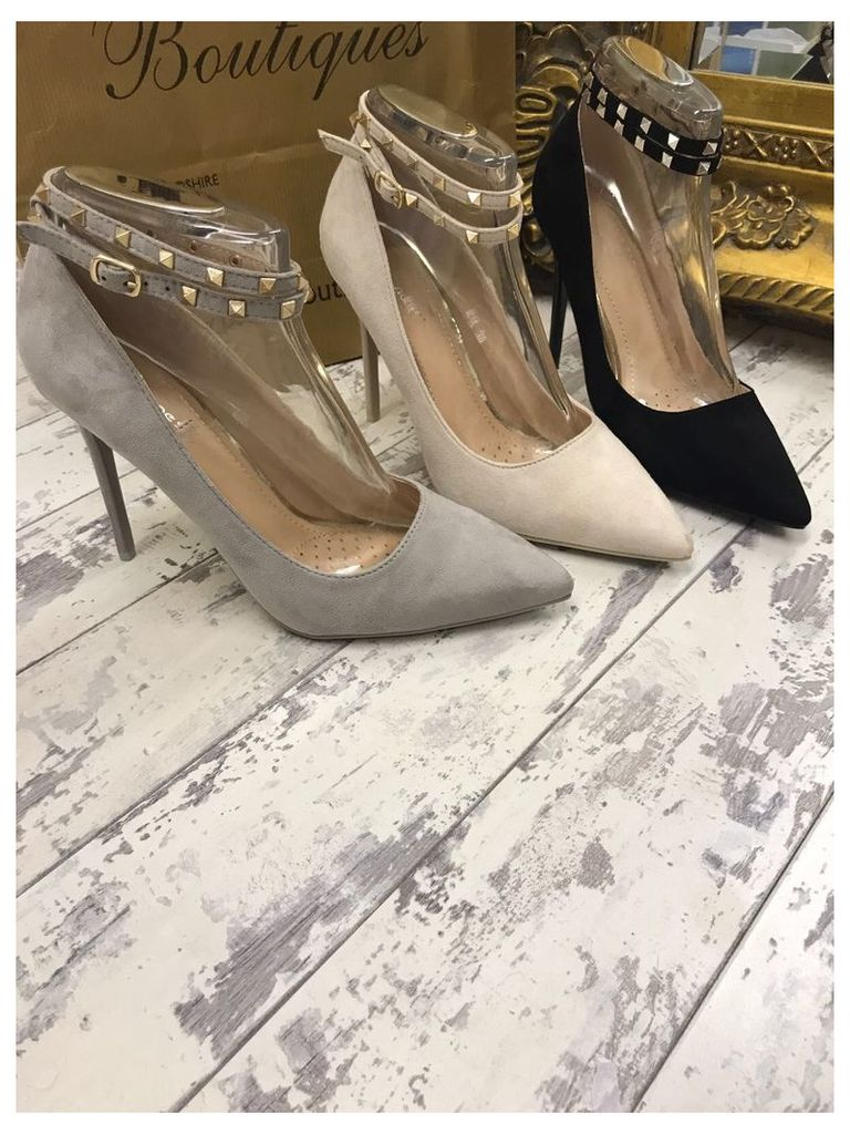 Binkie studded pointed heel court