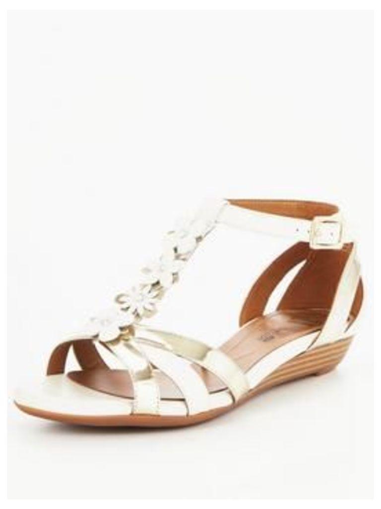 Clarks Clarks Bianca Shade Embellished Flat Sandal