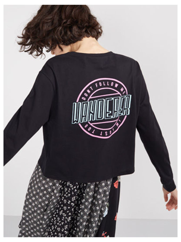 Black Wanderer Long Sleeve Crop T-Shirt