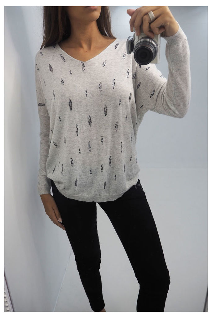 Alina feather printed v-neck knitted jumper