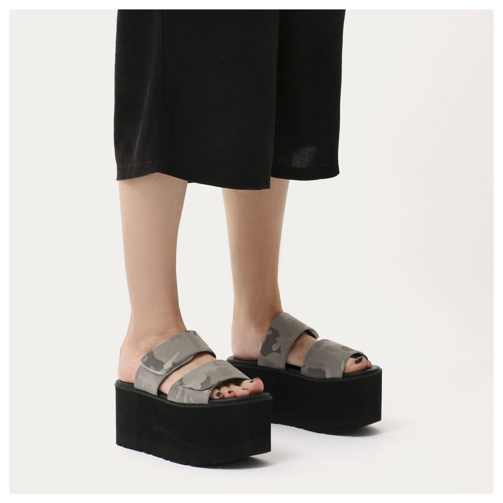 Tyra Velcro Strap Extreme Flatform Sandals  Camo, Grey