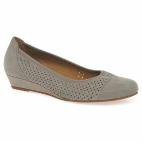 Gabor  Samara Womens Wide Fitting Casual Shoes  women's Shoes (Pumps / Ballerinas) in Beige