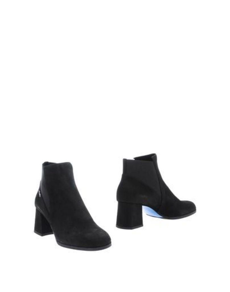 LORIBLU FOOTWEAR Ankle boots Women on YOOX.COM