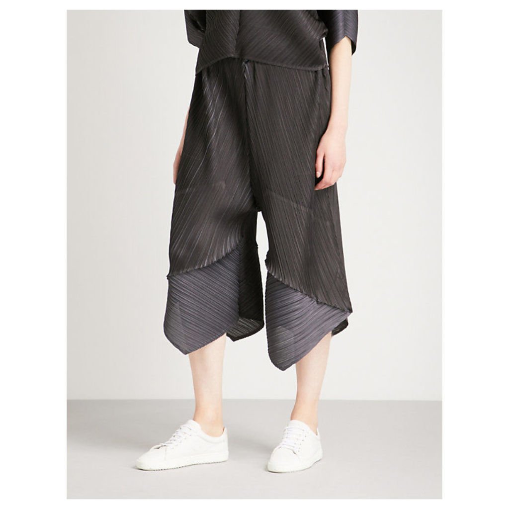 Wide-leg high-rise pleated trousers