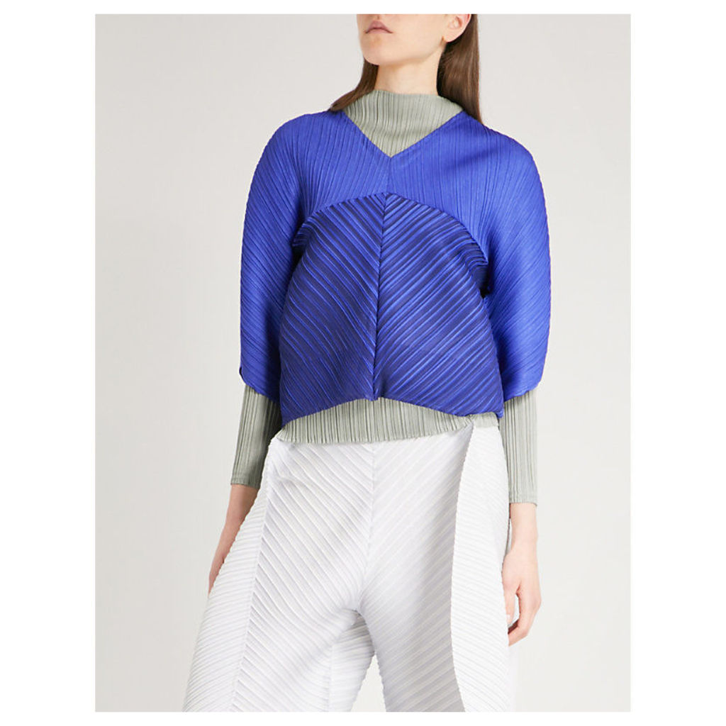 Loose-fit pleated top