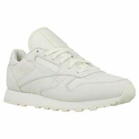 Reebok Sport  CL Lthr Fbt Suede  women's Shoes (Trainers) in Beige