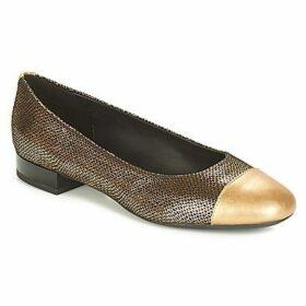 Geox  D WISTREY  women's Shoes (Pumps / Ballerinas) in Beige