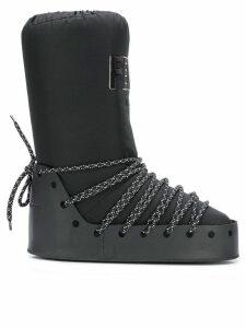 Fendi logo moon boots - Black