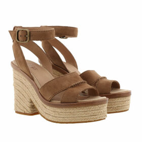 UGG Sandals - W Carine Chestnut - brown - Sandals for ladies