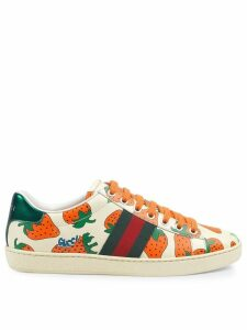Gucci Ace leather sneaker with Gucci Strawberry print - White