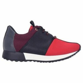Cuplé  Lace-up low sneakers  women's Shoes (Trainers) in Red