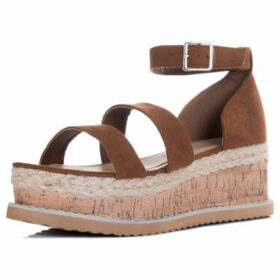 Spylovebuy  Strontia  women's Sandals in Brown