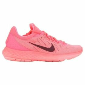 Nike  Wmns  Lunar Skyelux 855810-600  women's Shoes (Trainers) in Pink
