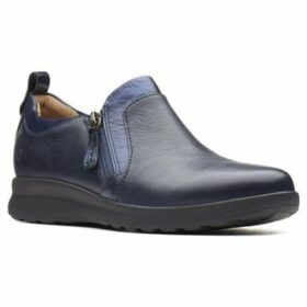 Clarks  Un Adorn Zip Womens Wide Fit Casual Shoes  women's Loafers / Casual Shoes in Blue
