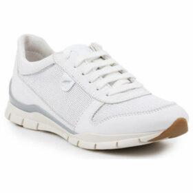 Geox  D Sukie A-Nappa D52F2A-085EW-C1000  women's Shoes (Trainers) in White