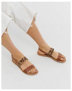 Park Lane leather flat sandal in leopard-Tan