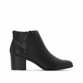 Wide-Fitting Ankle Boots with Cutout Detail
