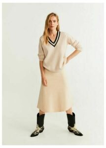 Constrating V-neck sweater