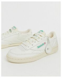 Reebok Club C trainers in chalk-Cream