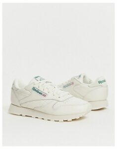 Reebok Classic Trainers in chalk-Cream