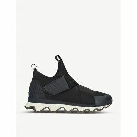 Kinetic cross-strap trainers