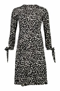 Womens Petite Smudge Spot Print Tie Fit & Flare Midi Dress - black - 14, Black