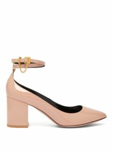 Valentino - Chain Embellished Pantent Leather Pumps - Womens - Nude