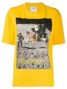 Calvin Klein Jeans Est. 1978 moon landing print T-shirt - Yellow