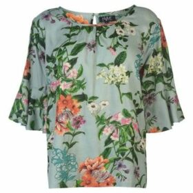 Nvme  Blair V Top Ladies  women's Blouse in Green