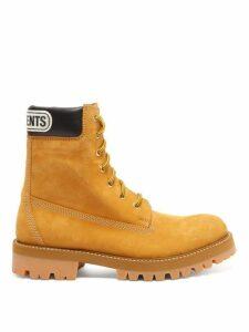 Vetements - Logo-cuff Suede Trucker Boots - Womens - Tan