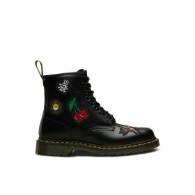 1460 Skull Patch Leather Ankle Boots with Lace-Up Fastening