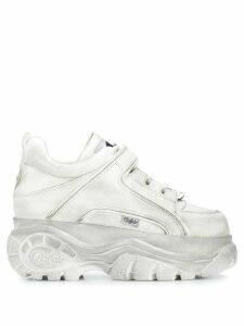 Buffalo distressed platform sneakers - White